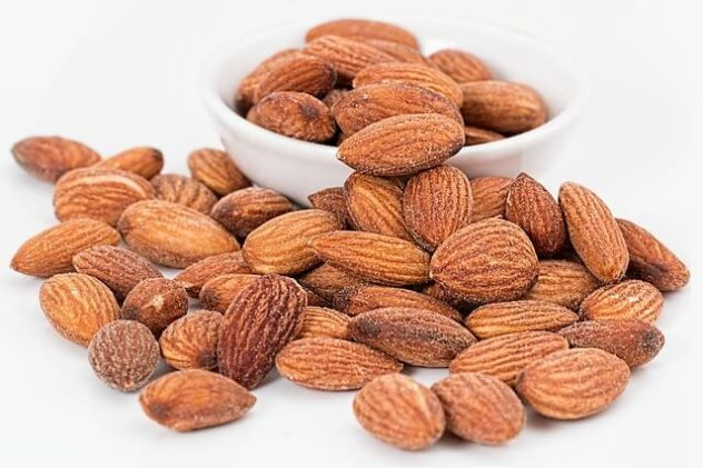 almonds-snack-pixabay