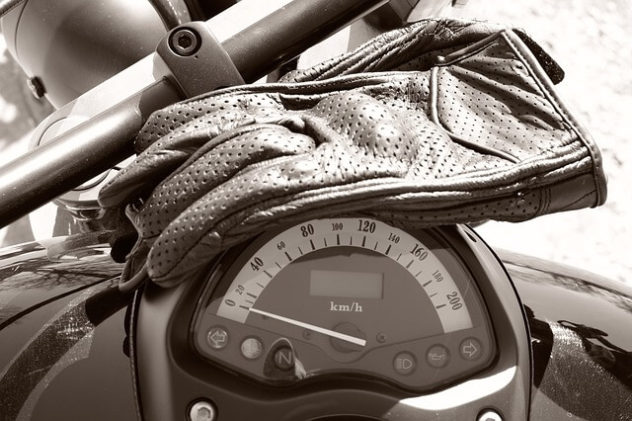 speedo-biker-gloves-pixabay