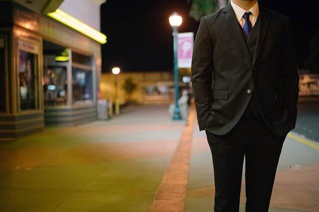 man-suit_pixabay-mardistas
