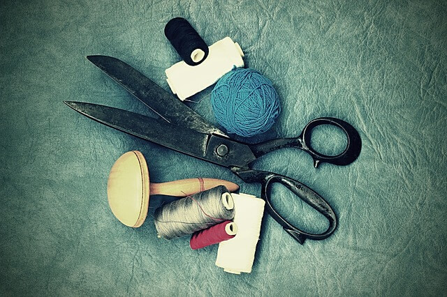 scissors-tailor-suit_pixabay-mardistas